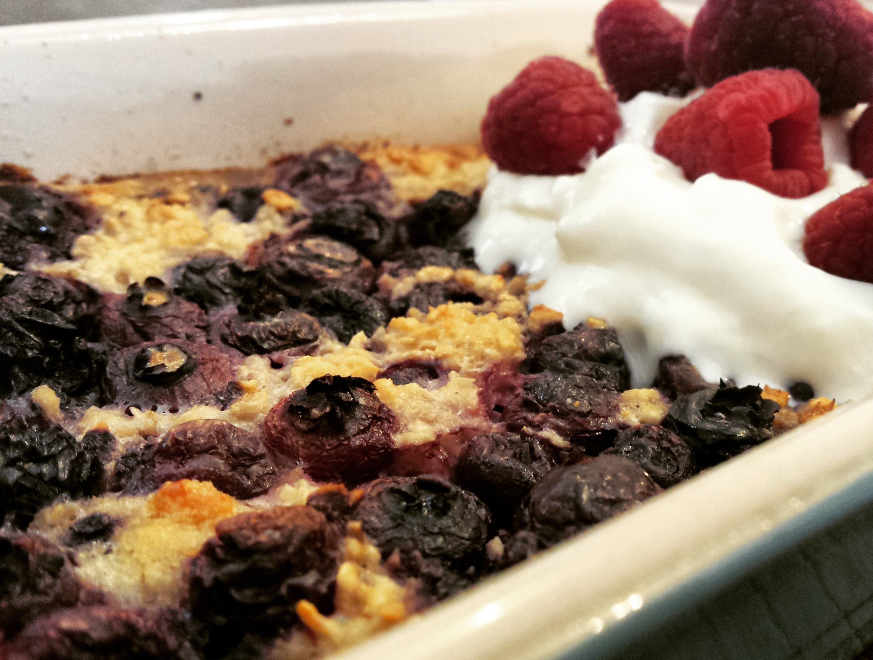 Baked blueberry and vanilla porridge